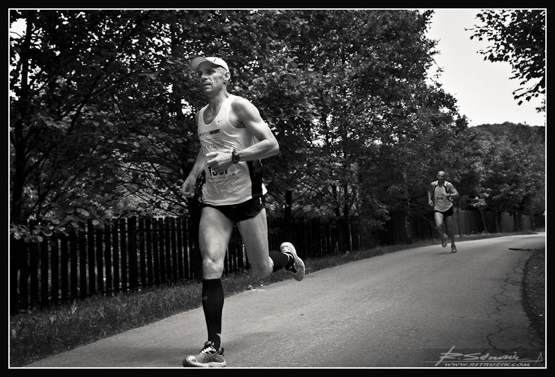 """Bieg jaki jest, każdy widzi. A tradycje bogate. Od wielkiej sztafety Sz. P. Szewińskiej (tzw. """"świst pizd"""") po najświeższy triumf w olimpijskim maratonie (tzw. """"Szost prost"""")."""
